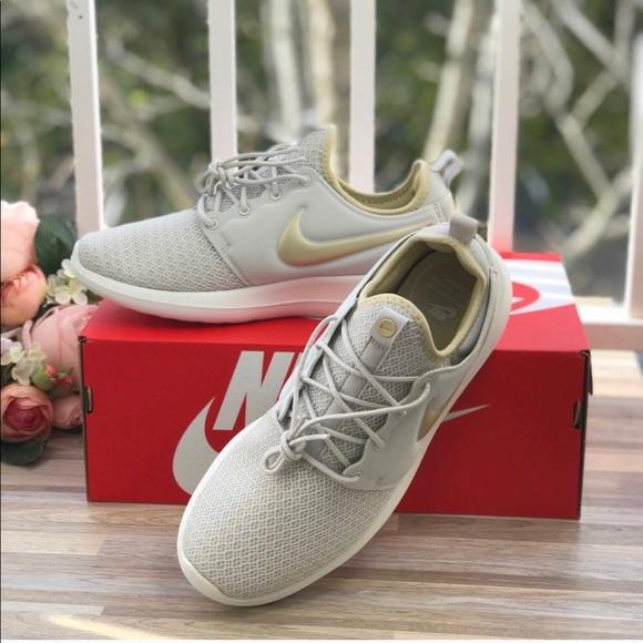 cfac7bd69a75 NWT Nike Roshe Two Light Bone WMNS NWT